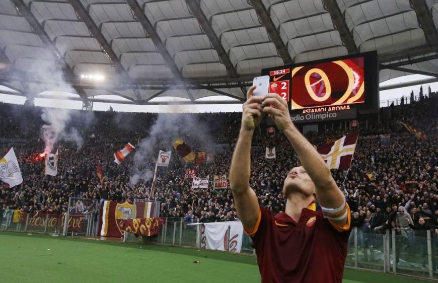 totti selfie rome derby
